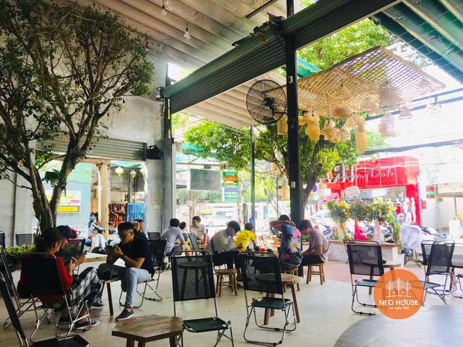 Hình thực tế thi công hoàn thiện quán cafe sân vườn đơn giản. Ảnh 6