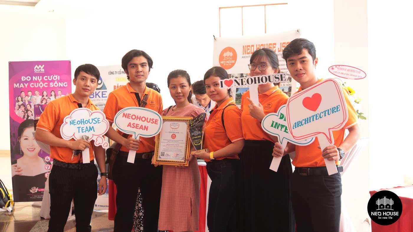 Đội ngũ nhân viên của NEOHouse JSC tại lễ trao giải ASEAN 2020. Ảnh 4