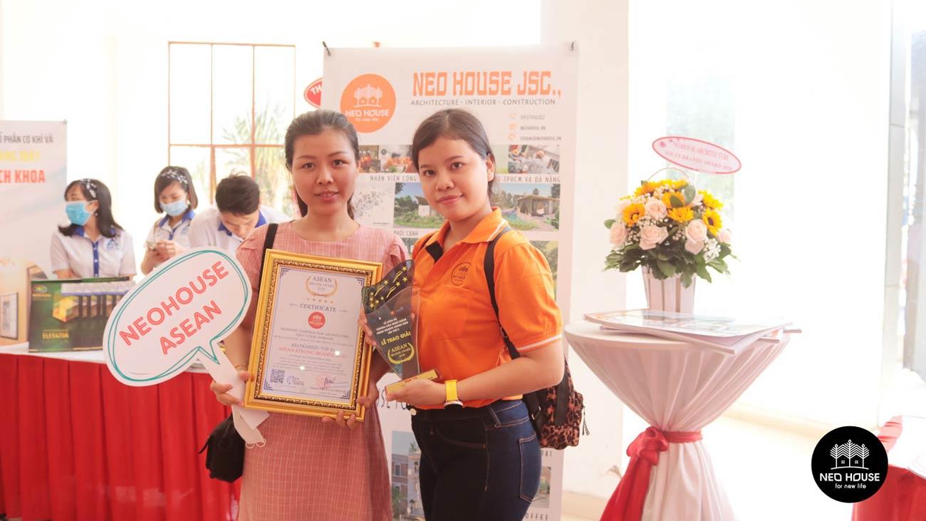 Đội ngũ nhân viên của NEOHouse JSC tại lễ trao giải ASEAN 2020. Ảnh 7