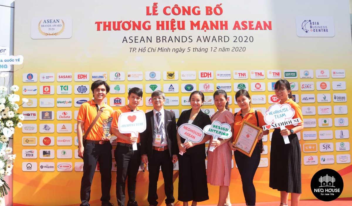 Đội ngũ nhân viên của NEOHouse JSC tại lễ trao giải ASEAN 2020. Ảnh 3