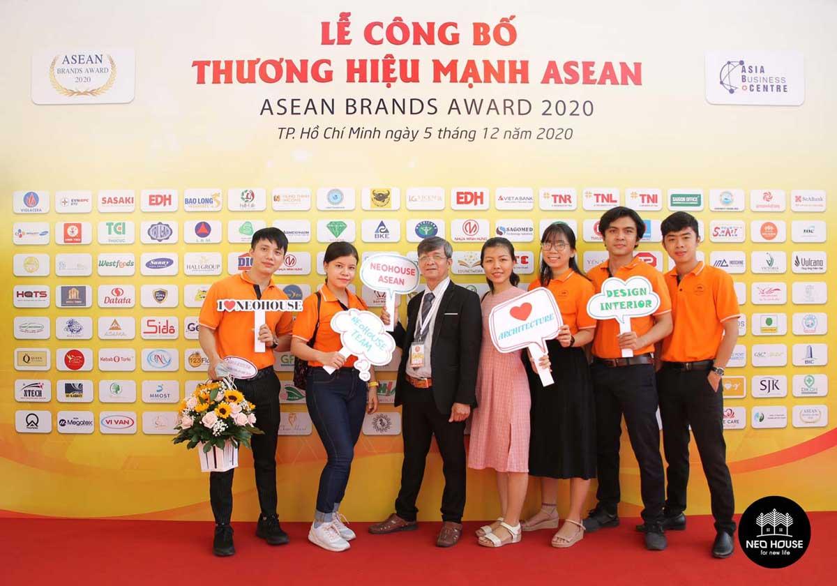 Đội ngũ nhân viên của NEOHouse JSC tại lễ trao giải ASEAN 2020. Ảnh 1