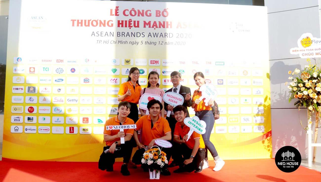 Đội ngũ nhân viên của NEOHouse JSC tại lễ trao giải ASEAN 2020. Ảnh 6