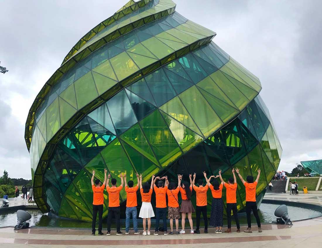 Đội ngũ nhân viên NEOHouse du lịch tại Đà Lạt. Ảnh 3