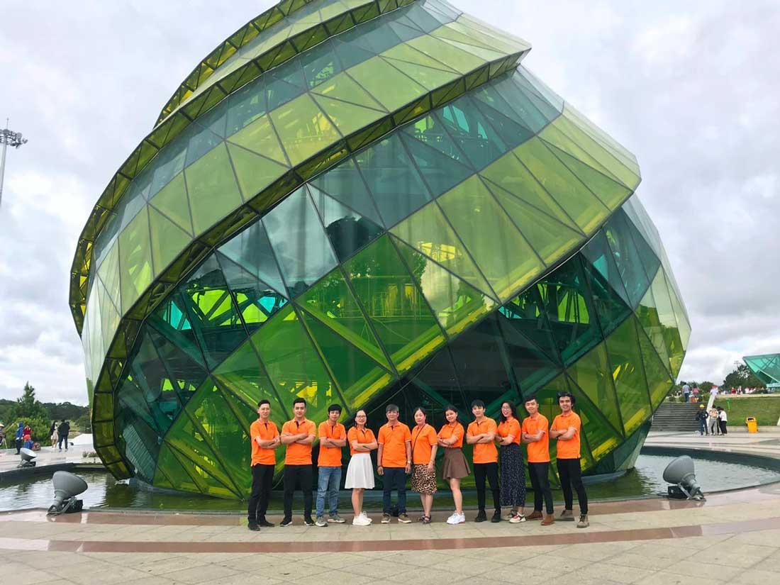 Đội ngũ nhân viên NEOHouse du lịch tại Đà Lạt. Ảnh 1