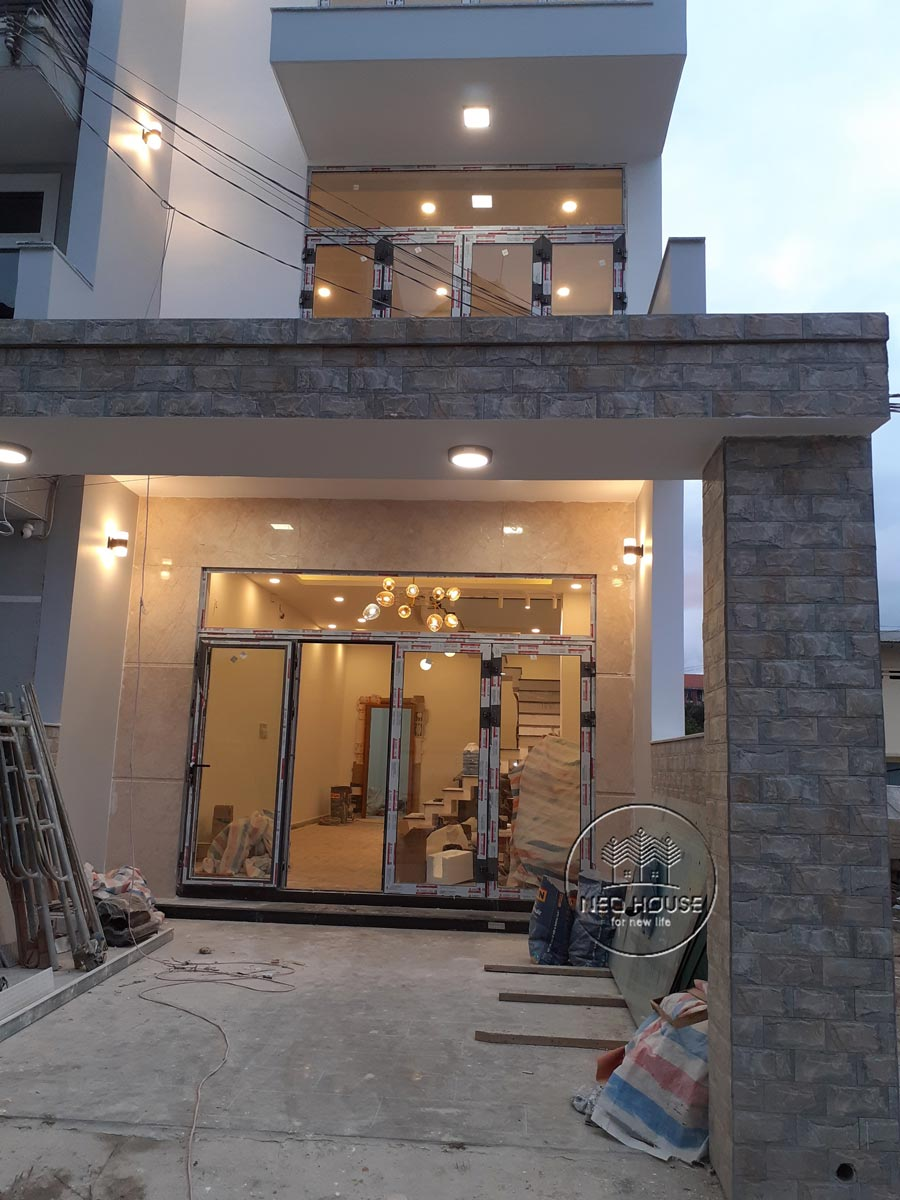Thi công nhà phố trọn gói với công đoạn sơn nhà. Ảnh 6